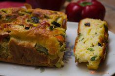 Plumcake salato zucchine e peperoni un gustoso antipasto rustico. Sfizioso, soffice e colorato, il suo sapore conquisterà proprio tutti. Quiche, Broccoli, Panna Cotta, Recipies, Appetizers, Breakfast, Food, Buffet Dolce, Savoury Recipes