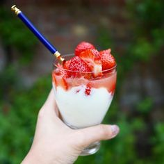 Easiest dessert ever... Greek yoghurt with fruit (& jam if you'd like!) topped with juice (elderflower cordial is lush!)  #easypeasy #easyrecipe #foodie #healthy #healthyeating #cleaneating #goodfood #snack #middaysnack #yoghurt #strawberries #fruit #healthyoption #fitfood #sweettreat #healthytreats #recipe #homelife #fiveaday #5aday #healthyliving #healthychoices