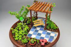 Pergola Ideas For Small Backyards Referral: 2267733491 Fairy Garden Pots, Dish Garden, Fairy Garden Houses, Miniature Crafts, Miniature Fairy Gardens, Little Gardens, Garden Crafts, Succulents Garden, Plant Decor