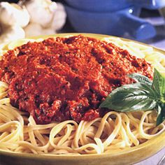 20 low-cholesterol, flavor-packed meals: Get the easy recipe for Linguine with Red Pepper Sauce. Red bell peppers add subtle flavor and contain two heart-healthy powerhouses, vitamin and folic acid! Fun Cooking, Cooking Recipes, Sauce Recipes, Cholesterol Foods, Cholesterol Symptoms, Reduce Cholesterol, Cholesterol Levels, Clean Eating, Healthy Eating