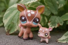 mommy and baby LPS Doe and Fawn Lps Littlest Pet Shop, Little Pet Shop Toys, Little Pets, Barbie Ballet, Custom Lps, Lps Accessories, Lps Toys, Plastic Canvas Tissue Boxes, Beanie Boos