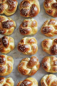 Homemade challah rolls made into small rolls for dinner, mini sandwiches or sliders! The prefect soft roll for all your bready needs. Challah Bread Recipes, Challah Rolls, Bread Rolls, Mini Sandwiches, Fluffy Dinner Rolls, Sicilian Recipes, Sicilian Food, Jewish Recipes, Deserts
