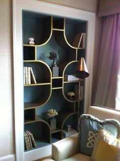 Very Cozy Bookshelves Design Enhance Beauty Family Room 21 - Home Decor Ideas 2020 Bookshelf Design, Custom Bookshelves, Vintage Bookshelf, Custom Shelving, Bookcase Styling, Hollywood Regency Decor, Interior Inspiration, Decoration, Home Accessories