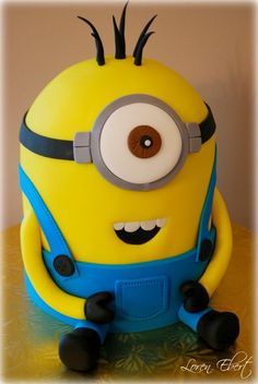 Two Layers of Triple Chocolate Fudge Cake and One Layer of Vanilla Cake Oreo Buttercream Filling and Dark Chocolate Ganache Filling Crumb coated in Vanilla Buttercream and Fondant Finish. All Fondant Decoration…. Minion Birthday, Minion Party, My Minion, Birthday Cakes, 20th Birthday, Crazy Cakes, Fancy Cakes, Cute Cakes, Pastel Minion
