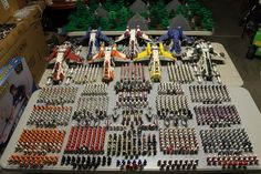 The biggest army in the world. There are more Lego Clone (Storm?)Troopers than any other army in the world. Star Troopers, Clone Trooper, Lego Star Wars, Star Trek, Lego Krieg, Legos, Maquette Star Wars, V Wings, Nave Star Wars