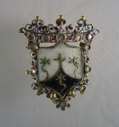 Enamelled gold badge of the Carmelite Order. The diamond encrusted Spanish jewel is from ca 1600 Size:40 x 35 mm