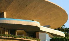 Casa Mabrisa. Arango, Acapulco, 1973. Arango residence. Architect John Lautner. Inspiración para la casa de Iron Man.