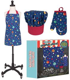 Little Chefs will love to wear this Handstand Kids Stars and Planets 3-piece Apron Set while cooking up something tasty.  Includes Chefs hat, oven mitt and apron in a fun space design.