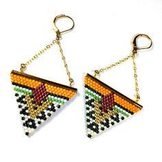 Boucles d'oreilles géométriques chaîne laiton dorée à l'or fin et miyuki delicas moutarde