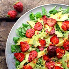 Mangosalat med avocado, jordbær og ingefær/citron dressing