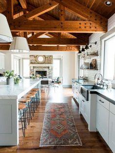 Cocina abierta con alfombra