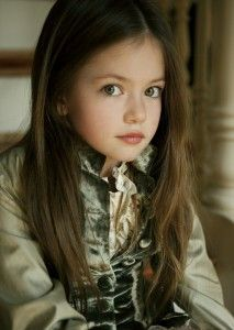 Stephenie Meyer officially confirmed that Mackenzie Foy is the little girl casted to play Renesmee Cullen in the Twilight Saga: Breaking Dawn Movie.