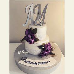 Engagement cake. Flower cake. Wedding cake. Love cake. Engagement party idea. Purple cake.