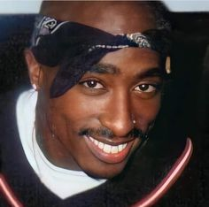 2pac Makaveli, Tupac Videos, Tupac Pictures, Tupac Quotes, Missy Elliot, Eminem Photos, Cute Black Guys, My First Crush, 90s Hip Hop
