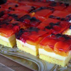 Prajitura cu Crema de Vanilie si Fructe Romanian Desserts, Romanian Food, Lucky Cake, Cake Recipes, Dessert Recipes, Food Cakes, Sweet Treats, Good Food, Food And Drink