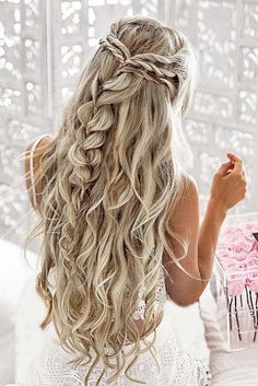 When it comes to wedding hair trends, braided hairstyles have grown in popularit… frisuren haare hair hair long hair short Braided Hairstyles For Wedding, Bride Hairstyles, Hairstyle Ideas, Bridesmaid Hairstyles, Prom Hairstyles For Long Hair Curly, Wedding Hairstyles For Long Hair, Long Hair Wedding Styles, Hairstyles For Long Dresses, Hairstyle For Women