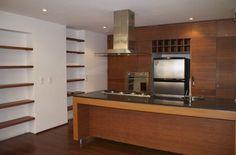 Este acogedor apartaestudio duplex de 43 mts tiene en el 1 nivel; área social, cocina abierta a gas, en el 2 nivel; habitación, baño, buena vista, tiene 1 parqueadero, lavadora, secadora, compartida con 2 apartaestudios. Mas información y fotos en: http://www.clasinmuebles.com/properties/bogota/apartamento-duplex-en-el-virrey-653.html