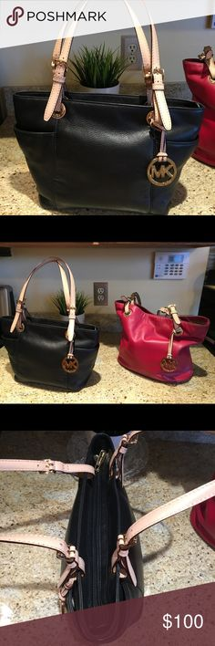 Black leather Michael Kors purse bag Michael Kors BLACK bag. I have to reposh because it's too small 😢. I need to get one the same size as my Michael Kors red bag. There are two outside pockets on each side. This bag is lightly used but still in fabulous condition! Michael Kors Bags