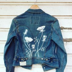 Queen Annes lace in wool and denim. 2019 Queen Annes lace in wool and denim. The post Queen Annes lace in wool and denim. 2019 appeared first on Denim Diy. Customised Denim Jacket, Painted Denim Jacket, Diy Clothing, Custom Clothes, Denim Kunst, Clothes Dye, Diy Jeans, Denim Ideas, Painted Clothes