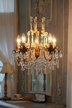 Shabby Chic , Evidently, the fancy lighting I adore is now cool, as shabby chic! Antique Chandelier, Chandelier Lighting, French Chandelier, Crystal Chandeliers, Gold Chandelier, Lustre Shabby Chic, Beautiful Lights, Beautiful Homes, Pretty Lights