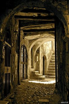 I medieval l Old Buildings, Abandoned Buildings, Abandoned Places, Abandoned Library, Foto Gif, Abandoned Mansions, Belle Photo, Monuments, Old Houses