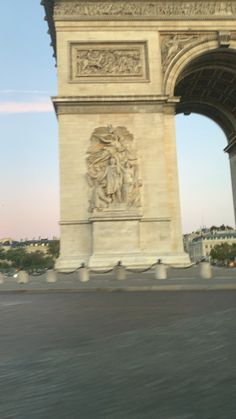 Greece Discover Paris inspo Sunrise in Paris at the Arc du Triumph Paris Video, Applis Photo, All Inclusive Trips, Disney Vacations, Beautiful Places To Travel, Paris Travel, India Travel, Travel Aesthetic, Travel Photography
