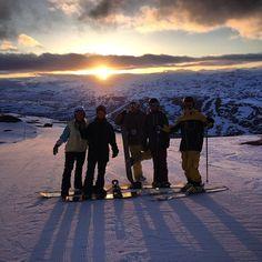 Midnattsåkning när den är som bäst! #riksgränsen #snowboard #whenslushturnsintoice #ränsgrisen #solengåraldrigner #heltmagiskt