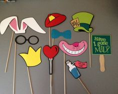 Having an Alice in Wonderland Party or event? Grab these custom made props to entertain your guest Set includes 10 Alice in WonDeRlaNd Lila Party, Alice Tea Party, Mad Tea Parties, Mad Hatter Party, Mad Hatter Tea, Mad Hatters, Mad Hatter Birthday Party, Soirée Halloween, Alice In Wonderland Birthday