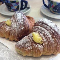 Let's start everyday with a tasty Cornetti alla Crema!