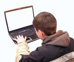 Trabalho realizado pelo LEEME aborda o uso que os jovens fazem da web.