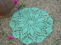 Como tejer a crochet este hermoso tapete o carpeta, para decorar tu hogar; parte 1 de 3. La cantidad de hilo que utilice es de 50 gramos. Parte 2: https://yo...