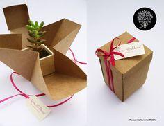 Paola Pérez, diseñadora gráfica, es la creadora de estos lindos regalos. La idea nació luego de que unos amigos le pidieran ayuda con los regalos para los invitados a su matrimonio. Querían plantas presentadas de manera elegante, pero no en los típicos vasitos de vidrio.Así nació la alternativa de los pequeños maceteros de madera hechos […]