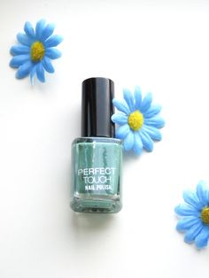 This is the best nail polish to wear in the summer. Check out these tips, tricks and hacks for the perfect nail polish. I love these designs so much and they are even better than pastel colors. In this article I will also show a polish from Essie, p2, Kik