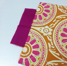 Costure um acabamento Patches, Outdoor Blanket, Pouch, Sewing, Bags, Bandanas, Ideas Para, Baby Cards, Tutorials