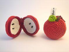 Monedero manzana roja hecho con algodón Natura de DMC