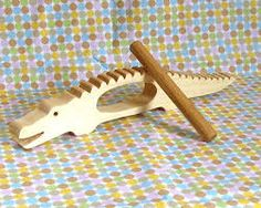 Albert the alligator instrument de percussion bois naturel, Wooden Projects, Wooden Crafts, Instrument De Percussion, Homemade Instruments, Wooden Musical Instruments, Natural Toys, Wood Toys, Diy Toys, Woodworking Projects