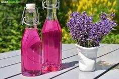 Lavendel gehört zu den vielseitigsten Gartenkräutern. Verwende ihn zum Beispiel für tolle Desserts, Naturkosmetik oder als wohlriechendes Mittel gegen Mücken.