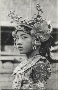 Bali Legong dancer