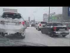 Весенний снегопад 2013, автокатастрофы, дорожные аварии. Шторм вызвал множество авто аварий, большие автомобильные пробки по всему Киеву, страшные аварии грузовиков. Большая пробка застал в расплох людей, они такого не ждали. Видео пробки сможете посмотреть на этой записи. Снег неуклонно продолжал кружиться и падать 3 дня. Весенний снегопад оста...