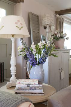 Shabby and Charme: Un romantico cottage nel Surrey Romantic Cottage, Shabby Cottage, Shabby Chic Homes, Shabby Chic Decor, Cottage Style, Shabby Chic Hallway, Country Cottage Bedroom, Country Cottages, Country Homes