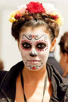 Berlin Fashion Week Juli Backstage bei Lena Hoschek Halloween Make-up Looks Halloween, Halloween 2018, Fall Halloween, Halloween Face Makeup, Halloween Costumes, Halloween Halloween, Vintage Halloween, Sugar Skull Halloween, Costume Makeup