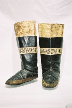 1637 / DENMARK / GREENLAND KALAALLIT INUIT - LADIES BOOTS. SEALSKIN OUTER AND INNER BOOT. EARLY 20ST CENTURY