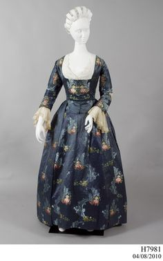 Satin brocade open robe and underskirt. Place of origin: England Date: 18th Century Dress, 18th Century Costume, 18th Century Clothing, 18th Century Fashion, 1700s Dresses, Old Dresses, Vintage Gowns, Vintage Outfits, Vintage Fashion
