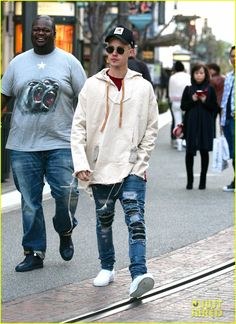 justin bieber  grabs dinner at cheesecake factory 01