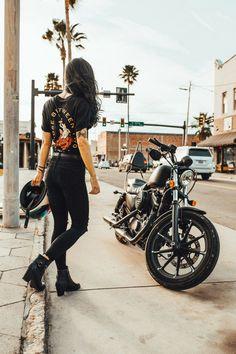 P & Co Romance ist nicht tot Kampagne 2018 Model: @ – Harley David …. – Best Motorrad – P & Co Romance is not dead Campaign 2018 Model: @ – Harley David …. – Best Motorcycle – P & Co Romance … Motorbike Girl, Motorcycle Style, Motorcycle Girls, Womens Motorcycle Fashion, Motorcycle Quotes, Girl Bike, Motorcycle Gear, Girl Dirtbike, Moto Bike