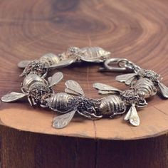 Silver bee bracelet - jewelry for those intimate with devils Bee Jewelry, Insect Jewelry, Antique Jewelry, Jewelry Box, Silver Jewelry, Vintage Jewelry, Jewelry Accessories, Jewelry Design, Vintage Silver