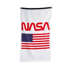 Officially Licensed NASA Approved Merchandise Woven Polyester, High Resolution Printed Design -Aluminum Grommets For Quick And Simple Hanging -Comes In Official NASA High Quality Packaging -Transform Your Room Into NASA Headquarters Nasa Usa, Master Of Puppets, Don Juan, Flag Banners, Usa Flag, Cool Shirts, Print Design, Packaging, Printed