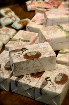 Beautiful and creative soap packaging. Handmade Soap Packaging, Milk Packaging, Handmade Soaps, Packaging Ideas, Savon Soap, Cold Process Soap, Soap Recipes, Home Made Soap, Flower Crafts