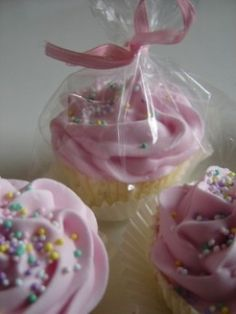 Cupcake Bath Bombs. Step into a warm and inviting atmosphere where intoxicating aromas fill the air, scent your bath water and sweep you off your feet. Let your worries fade away, while you take a vacation right at home with one of Cupcake bath bombs.