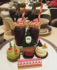 Christmas afternoon tea with my parents @langham_london  a big thank you to @cherishfinden and her team for this splendid time #love #christmas #christmaswithfamily #afternoontea #langhamplace #langham #pastry #instafood by stperrot